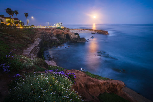 Moonset at the Children's Pool - La Jolla